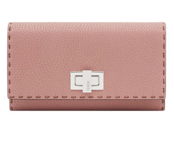 渡辺直美愛用の財布のブランドはフェンディー!ピンクで可愛い!